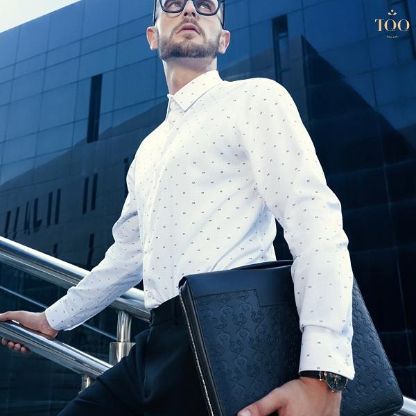 Áo sơ mi TQQ phối cùng túi da cho phong cách công sở thêm phần lịch lãm và sành điệu