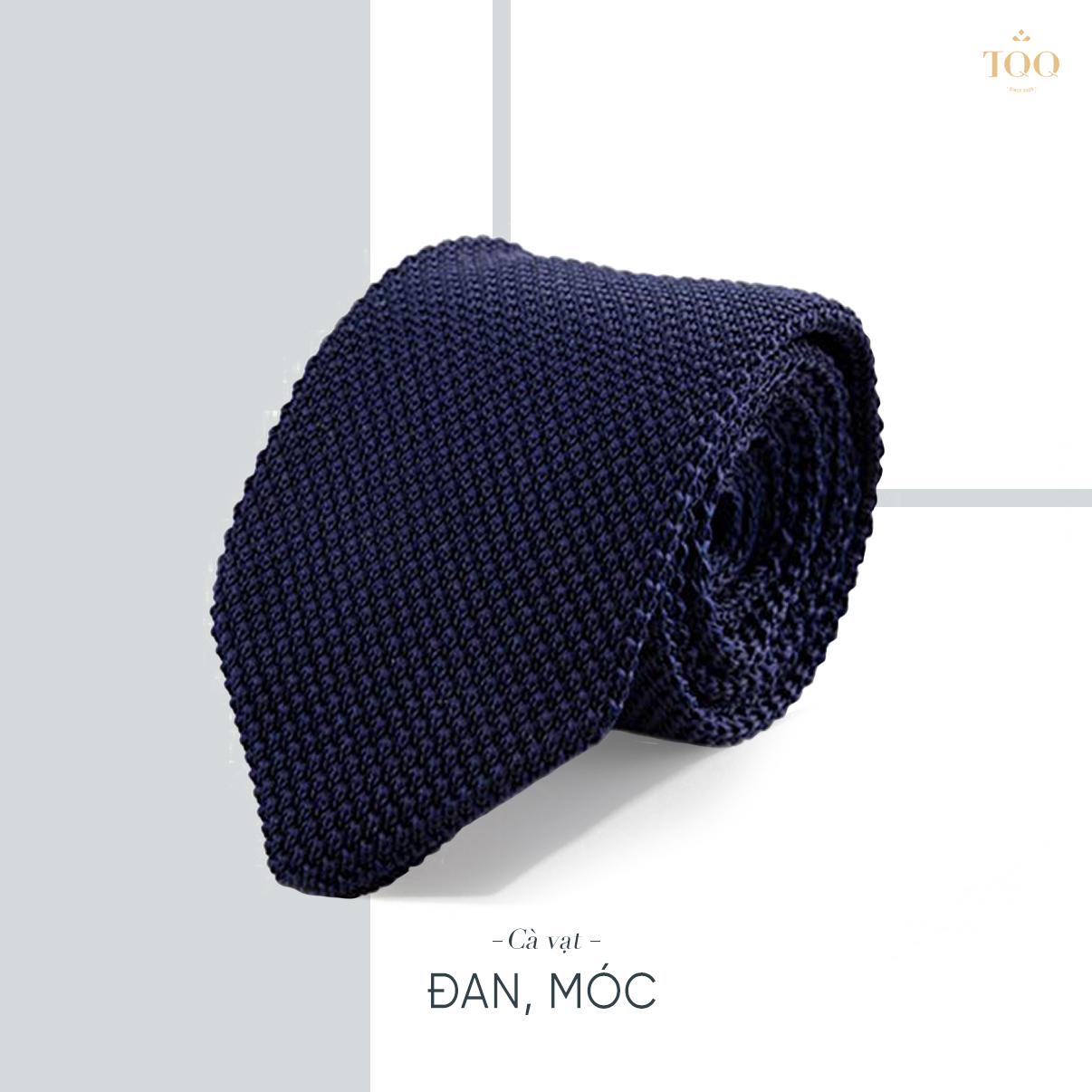 Kiểu cà vạt đan, móc mới lạ này sẽ phù hợp với các loại áo sơ mi trơn hoặc kẻ sọc dọc