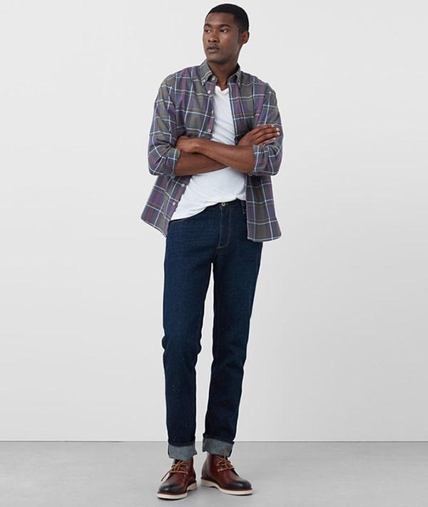 Chọn màu sắc phối hợp giữa áo thun và áo sơ mi sao cho phù hợp sẽ giúp bạn mặc đẹp hơn