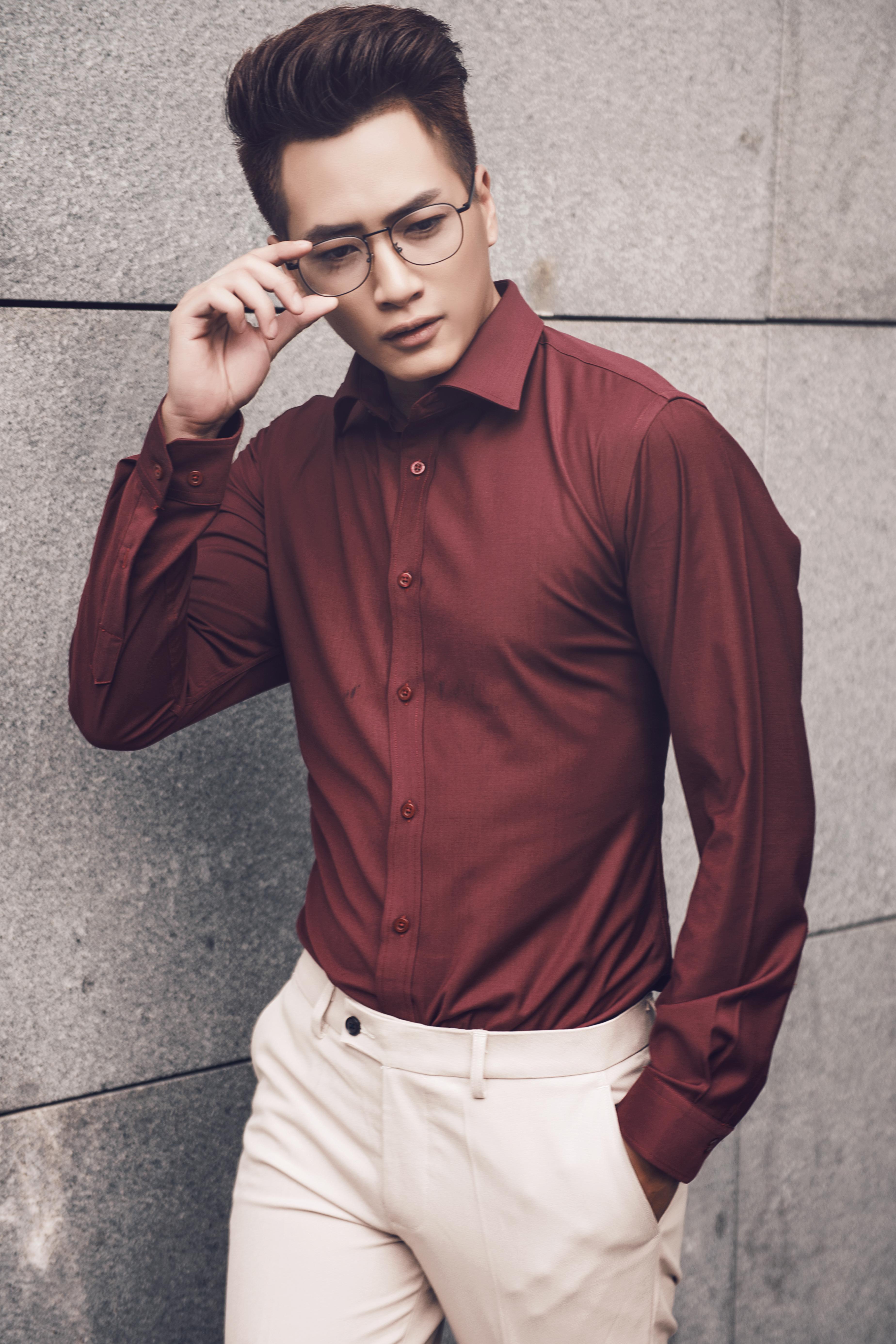 Những mẫu áo sơ mi nam trơn đem lại sự chỉn chu, chuyên nghiệp cho người mặc