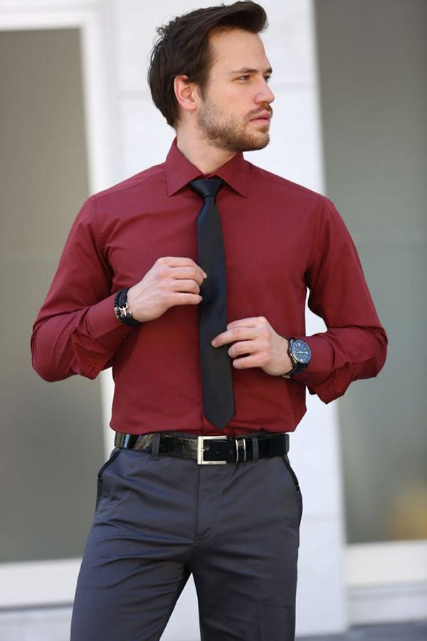 cà vạt đen và sơ mi đỏ dài tay cho nam