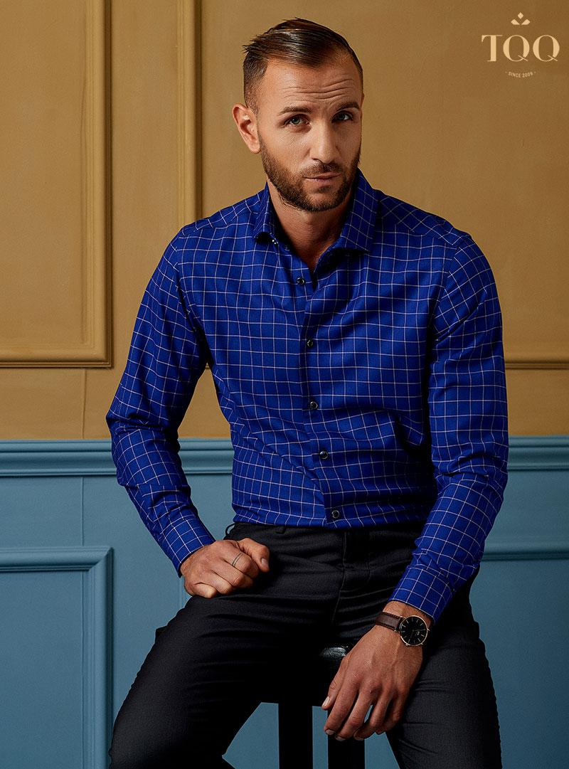 Mẫu áo sơ mi nam trung niên K248CS với tông màu xanh coban nam tính, cuốn hút
