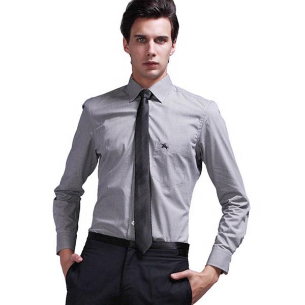 sơ mi màu xám thích hợp với các kiểu cà vạt đậm màu