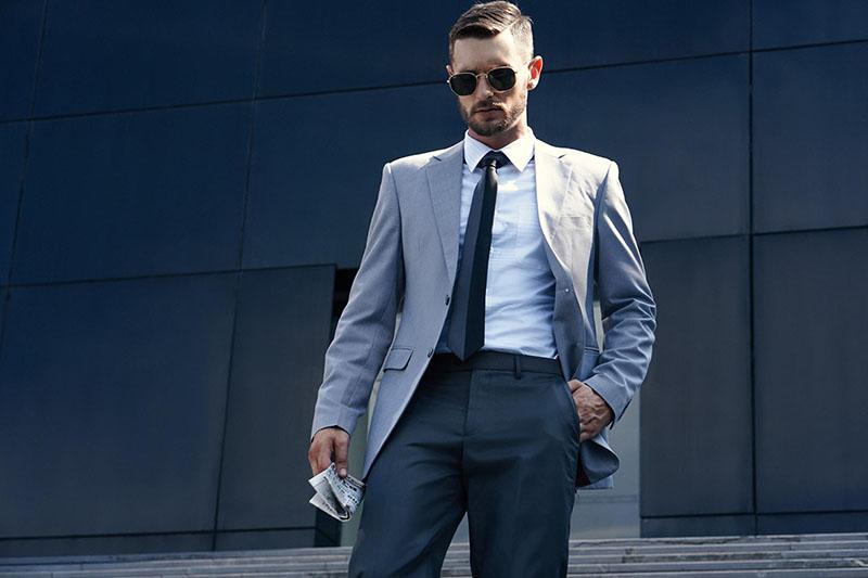 Sở hữu vẻ ngoài sang trọng và lịch lãm khi kết hợp áo sơ mi trắng với áo vest