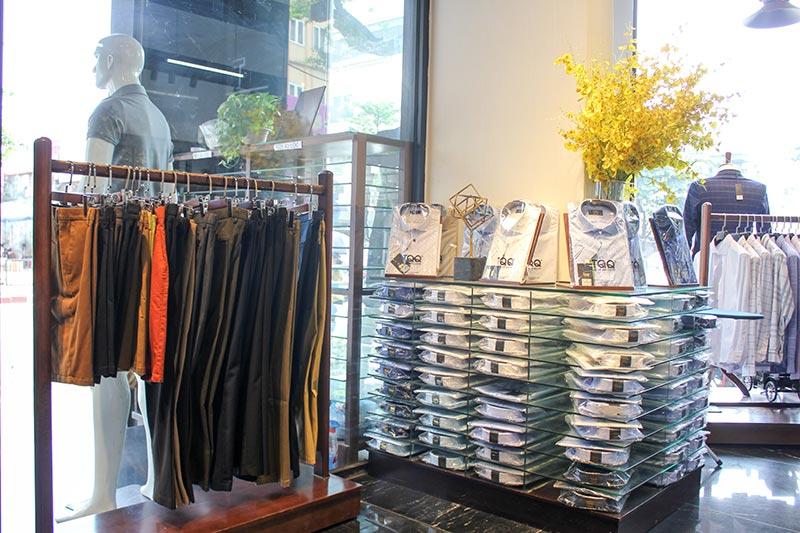 Tới trực tiếp cửa hàng để lựa chọn kiểu dáng, size áo phù hợp nhất cho nam giới.