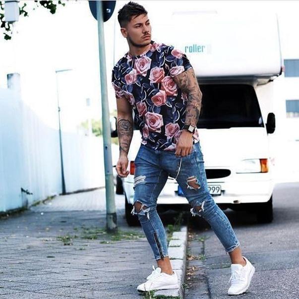 Mặc áo sơ mi nam hoa văn kết hợp với quần Jeans đem đến sự cá tính, ấn tượng cho nam giới