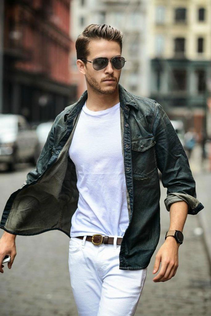 Sơ mi Denim khoác ngoài kết hợp cùng quần Jeans trắng phù hợp với những ngày chàng theo bụi bặm, cá tính