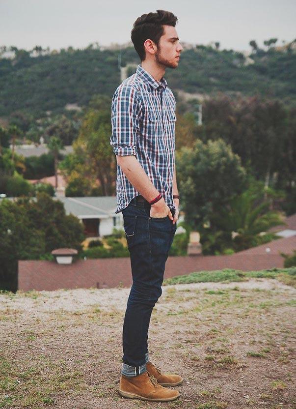 Áo sơ mi họa tiết kết hợp cùng quần skinny jeans