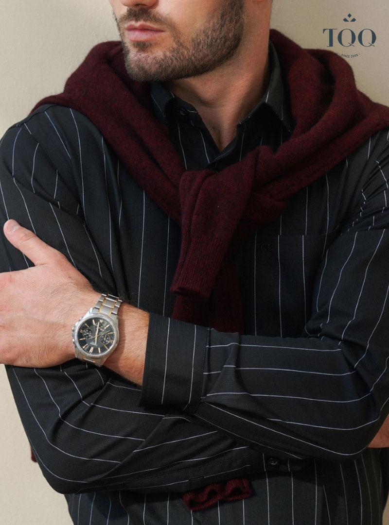 Những trang phục màu đen luôn là lựa chọn hàng đầu của nam giới bất kể là đông hay hè
