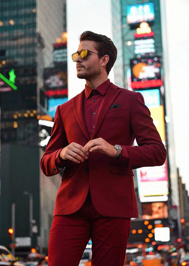 vest và sơ mi đỏ