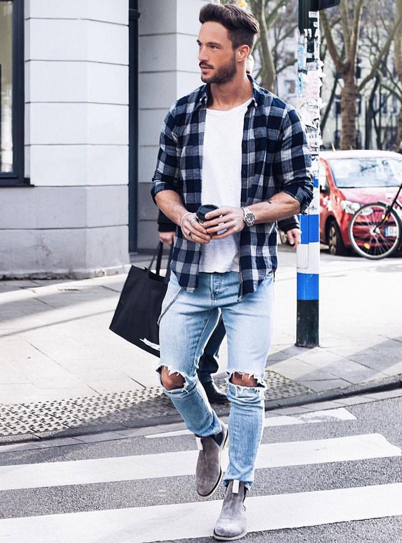Diện sơ mi flannel kẻ caro xanh xám kết hợp cùng áo thun trắng cùng chàng tự tin dạo phố