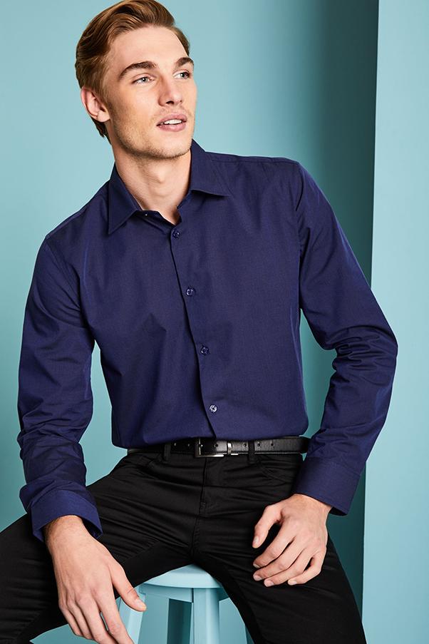 Phối áo sơ mi tím nam cổ đức cùng quần âu đen và thắt lưng