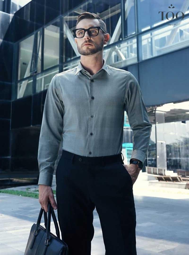 Áo sơ mi nam bó eo có form rất đẹp, giúp tôn lên hình thể của nam giới