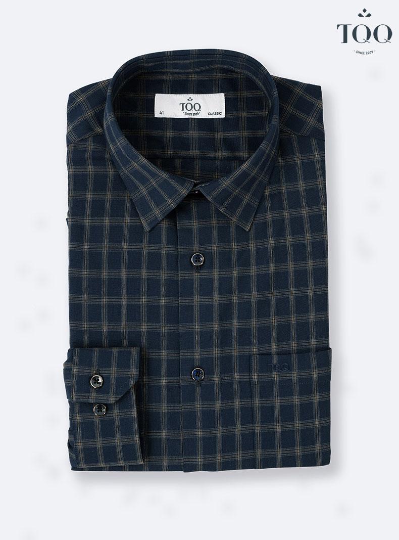 Mẫu áo sơ mi nam CFK214CSB XANH SẪM mang lại vẻ cổ điển, trang nhã lịch lãm cho các quý ông 50