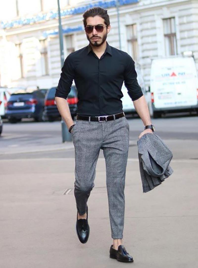 Áo sơ mi super Slimfit ôm sát kết hợp với quần âu đem lại diện mạo nam tính, lịch lãm cho nam giới