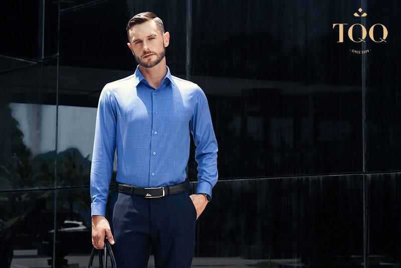 Sự chỉn chu, chuyên nghiệp và sang trọng được thể hiện triệt để khi bạn sơ vin áo sơ mi