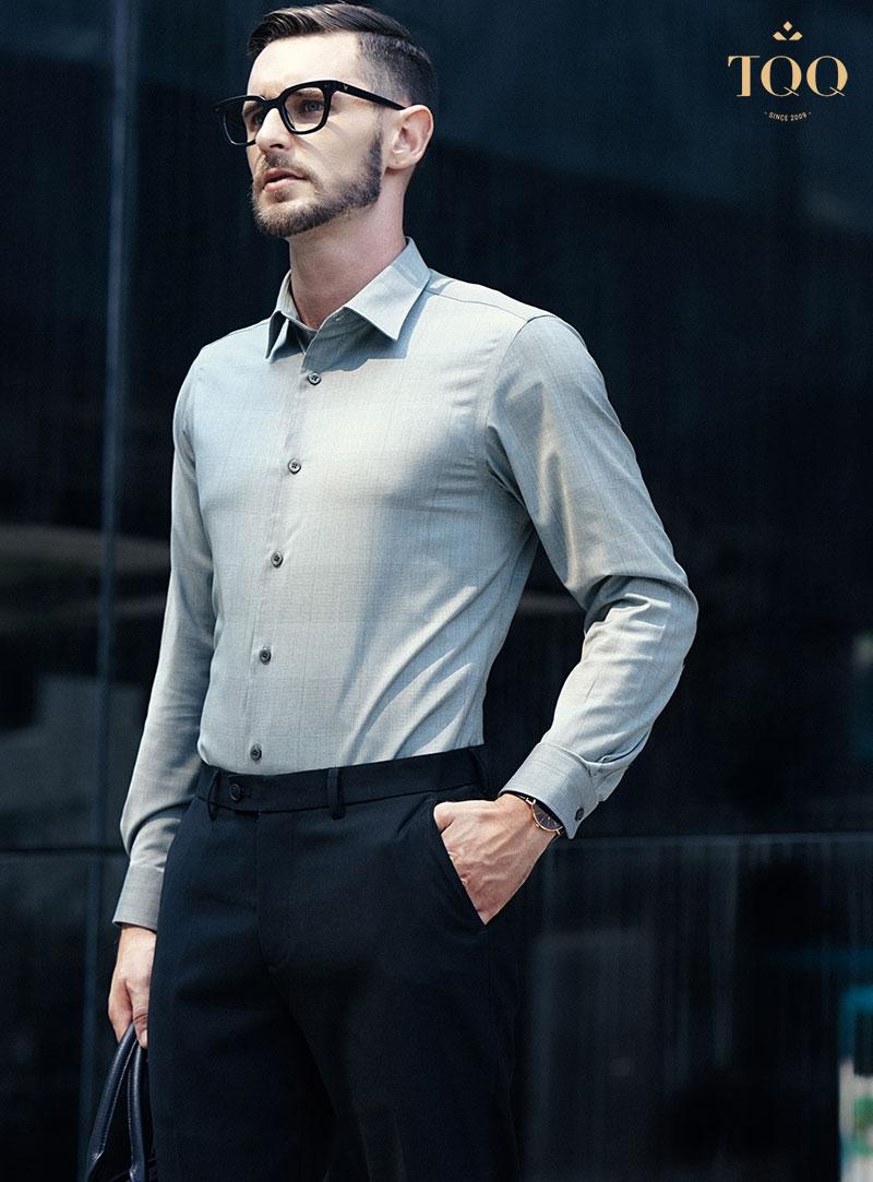Sơ mi và quần âu luôn là một trong những lựa chọn phù hợp nhất cho cánh mày râu