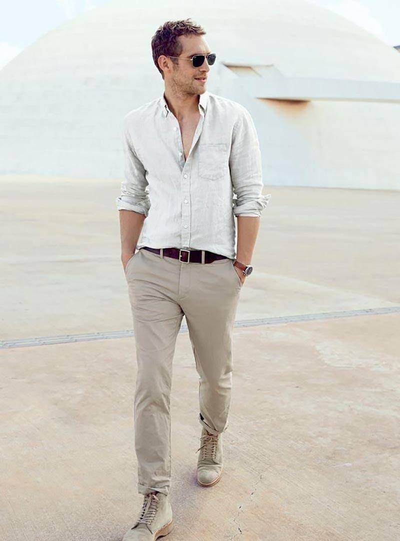 Mặc sơ mi nam vải thô với quần Chinos phù hợp với rất nhiều các hoàn cảnh khác nhau