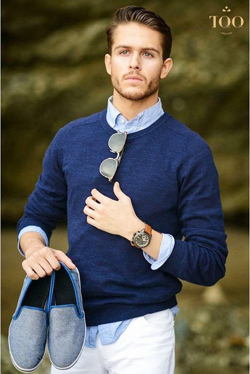 Kết hợp giữa áo len và áo sơ mi vừa giúp giữ ấm lại đảm bảo phong cách thời trang của bạn