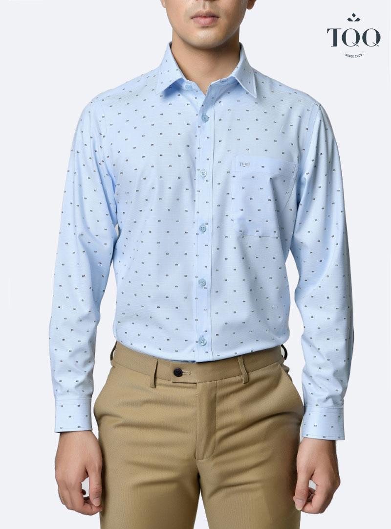 Áo sơ mi màu xanh họa tiết nhỏ đầy trang nhã và phong cách cho chàng công sở