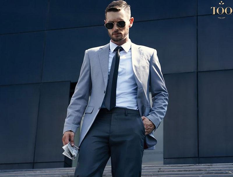 Một chiếc áo vest sẽ giúp tăng thêm sự sang trọng, chuyên nghiệp