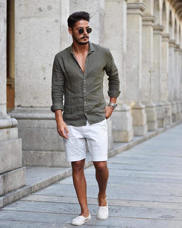 Phối áo sơ mi nam dài tay màu xanh rêu và quần short trắng