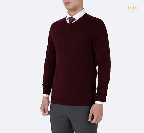 Áo sơ mi trắng phối áo len nam đỏ đô và cà vạt