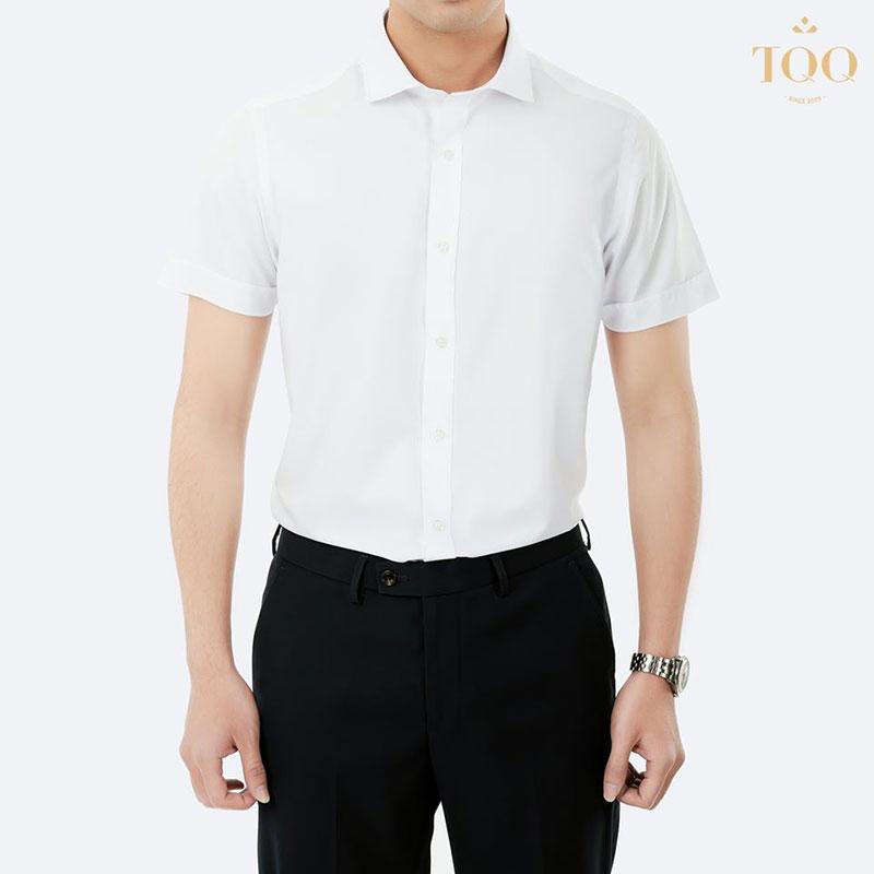 Combo sơ mi trắng quần âu dễ dàng phù hợp với mọi màu da