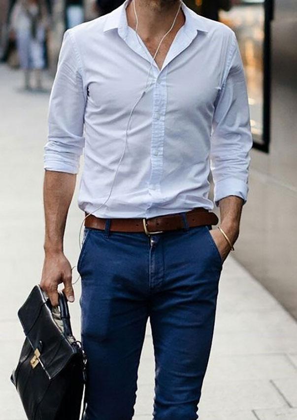 Áo sơ mi trắng đóng thùng với quần Jeans mang lại vẻ ngoài nam tính, cuốn hút