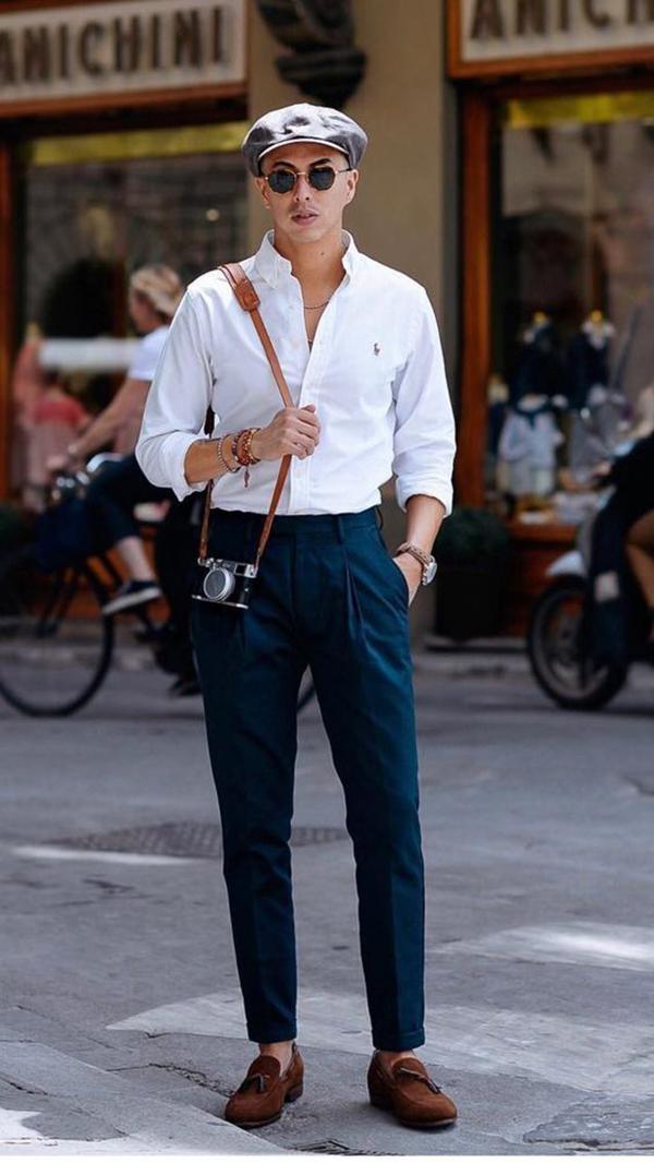kết hợp một chiếc quần xếp ly màu cùng áo sơ mi trắng