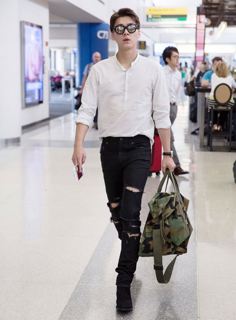 Trẻ trung, phóng khoáng cùng với sơ mi trắng kết hợp với quần jeans