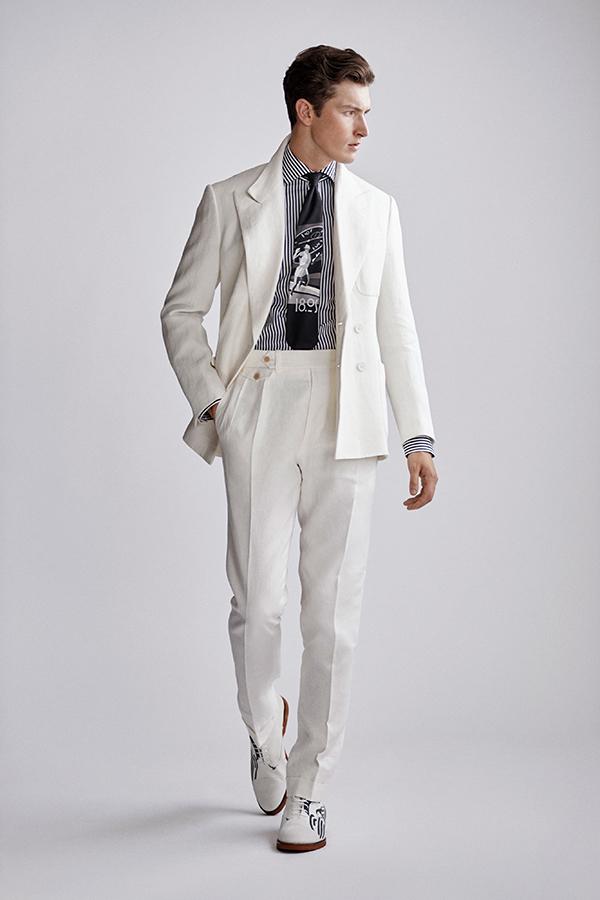 Quần cạp cao màu trắng với áo sơ mi nam kẻ sọc đen trắng