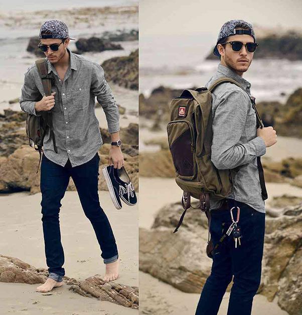kết hợp áo sơ mi màu xám ghi, với quần jean màu xanh đen
