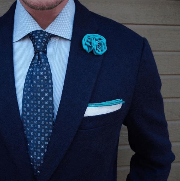 Cà vạt xanh và vest xanh