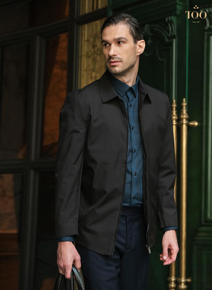 phối áo khoác đen với áo sơ mi