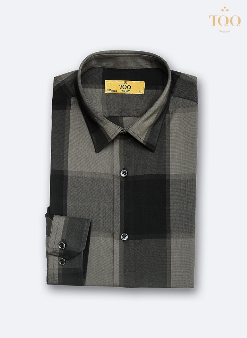 Mẫu áo sơ mi cao cấp K411CS với họa tiết kẻ ô màu nâu vô cùng tinh tế, thời thượng