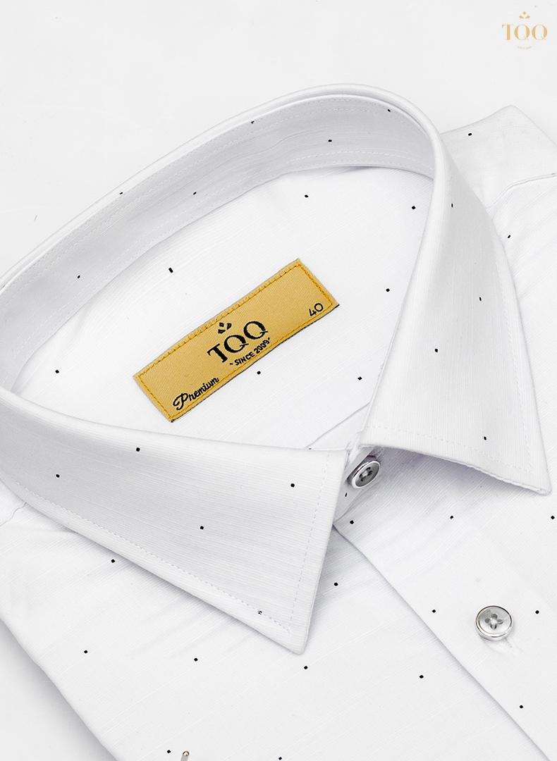 áo sơ mi trắng họa tiết chấm bi