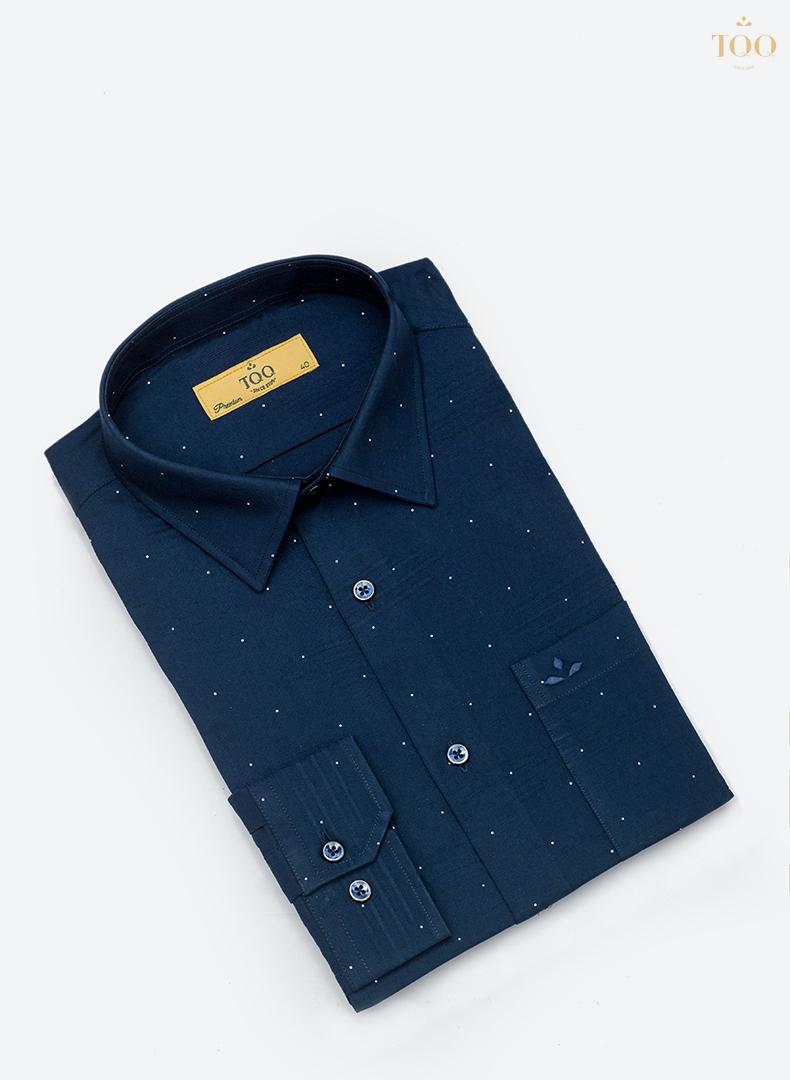 Mẫu áo với tông màu nam tính cùng họa tiết nhỏ chỉnh là chiếc sơ mi sang trọng dành cho quý ông tuổi 40