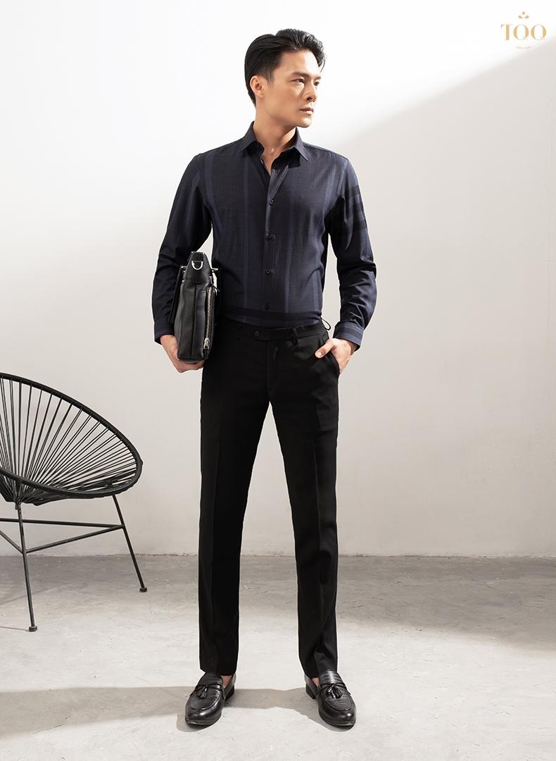 Áo phối với quần âu và giày tây màu đen đem đến vẻ đẹp lịch lãm, sang trọng