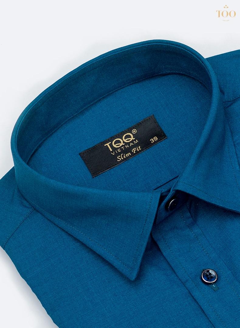 Màu xanh navy cùng những đường may của áo vô cùng tỉ mỉ, chi tiết