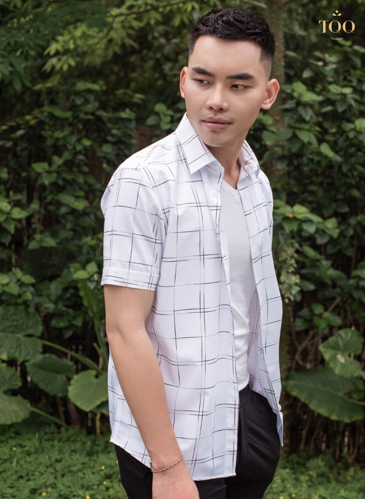 Những chiếc áo sơ mi trẻ trung, năng động là gợi ý lý tưởng khi đi chơi cùng bạn bè