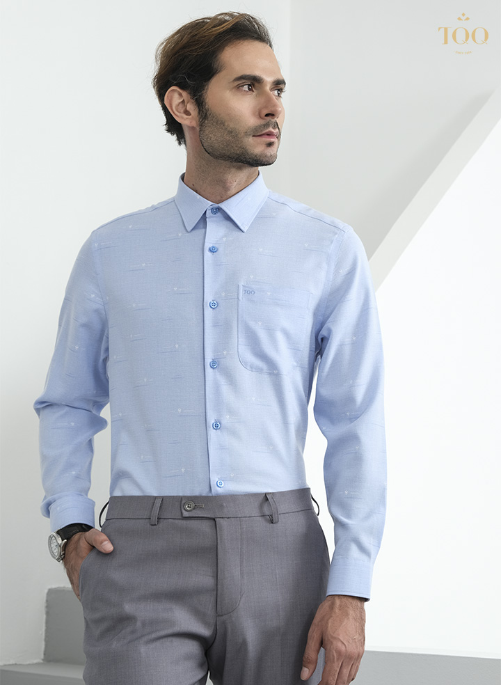 Chiếc áo sơ mi xanh dáng Slimfit tôn lên vẻ lịch lãm, phong độ của quý ông công sở