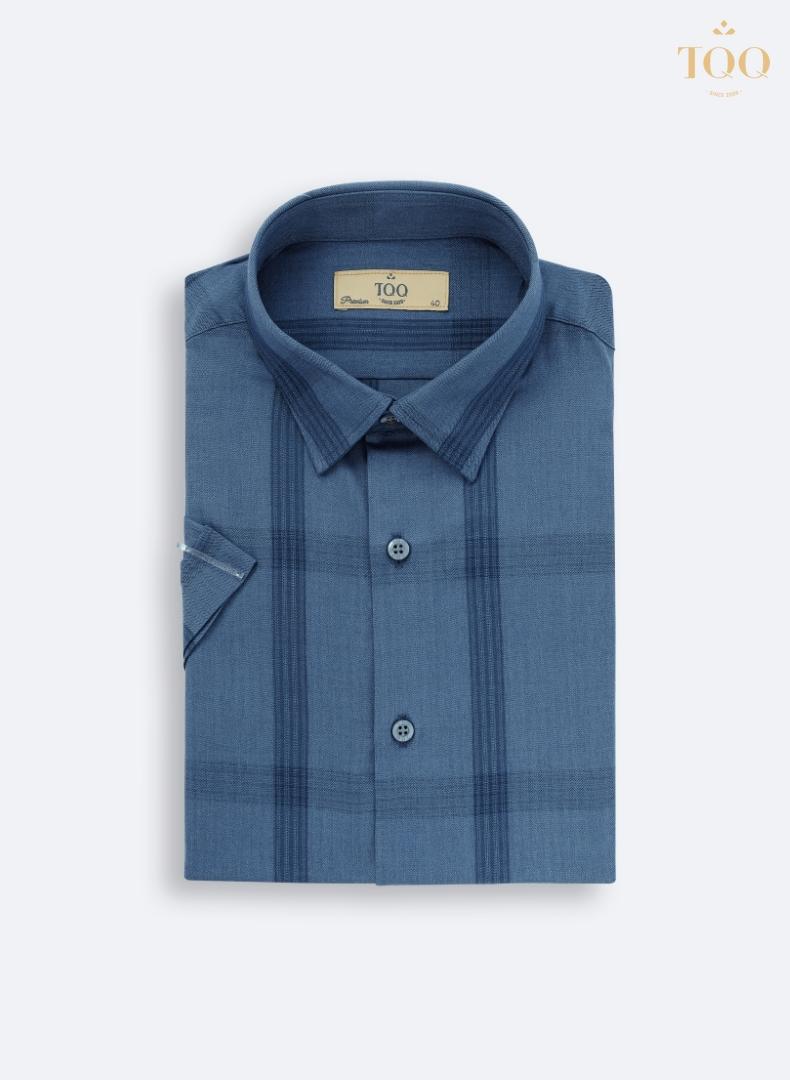 Mẫu áo sơ mi nam ngắn tay K423 xanh lông công trẻ trung của TQQ