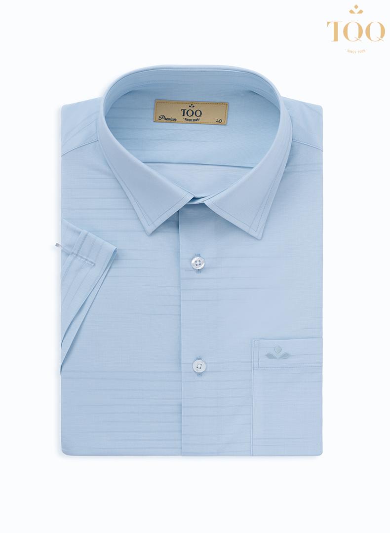 Áo sở hữu màu xanh thanh nhã và họa tiết tinh tế