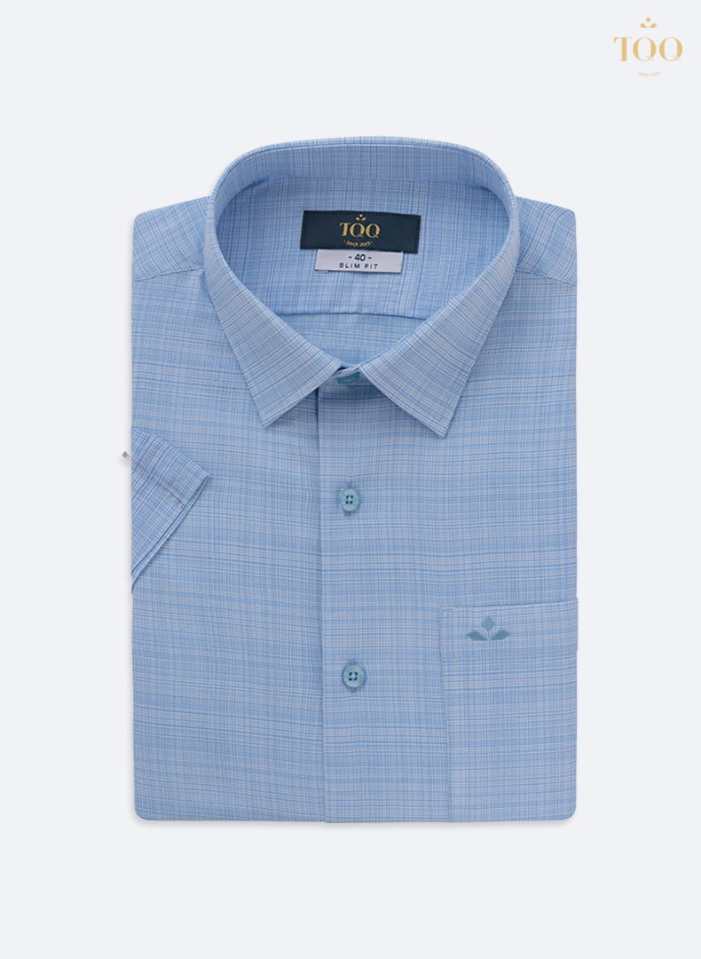 Áo sơ mi màu xanh nhạt lịch sự, nhã nhặn, phù hợp với các quý ông thích sự đơn giản mà tinh tế