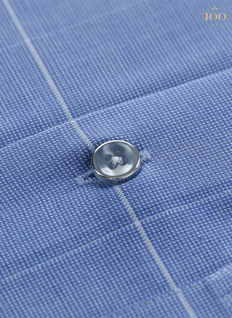 Sản phẩm sở hữu các chi tiết cúc viền kim loại vô cùng sang trọng