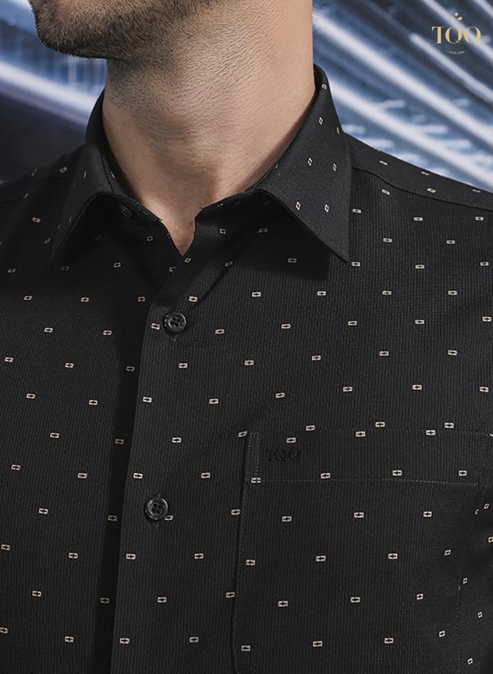 Chất liệu áo cao cấp, tỉ mỉ chi tiết trong từng đường kim mũi chỉ