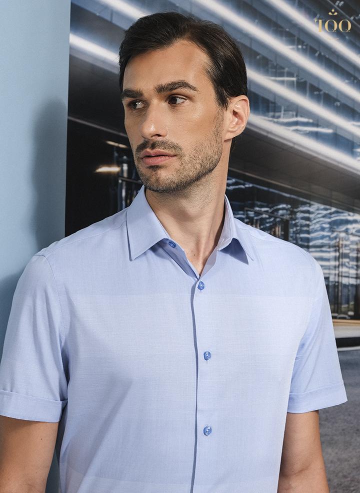 Áo sơ mi màu xanh biển nhạt K365CSC-CB mang đến cho phái mạnh vẻ ngoài trẻ trung và hiện đại.