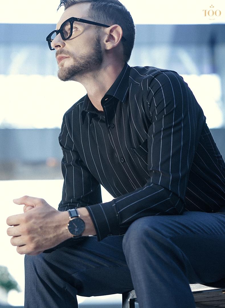 Mẫu áo sơ mi nam sọc trắng đen mang đến vẻ ngoài thu hút