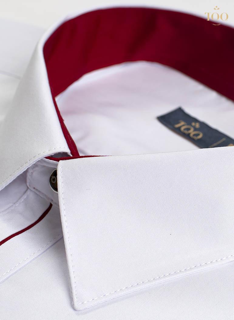 Lòng cổ áo trong được lót màu sang trọng, tinh tế